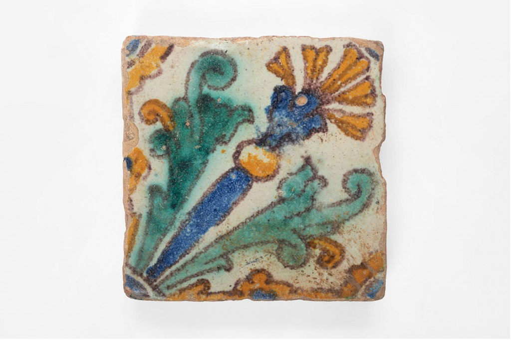 1_carreau_faience_revetement_style_damas_18eme_tunisie_(c)Mucem_yves-inchierman-(2)_0